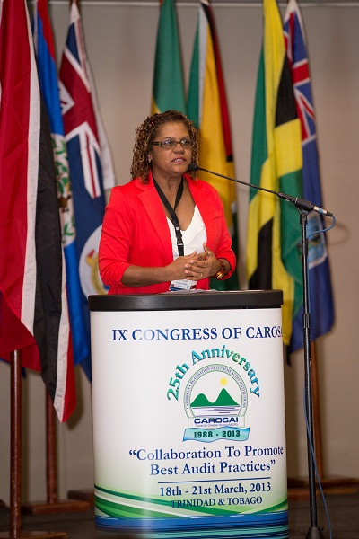 Lorelly Pujadas, Assitant Auditor General, Trinidad and Tobago and Chair of the IX Congress of CAROSAI Organising Committee does  the vote if thanks